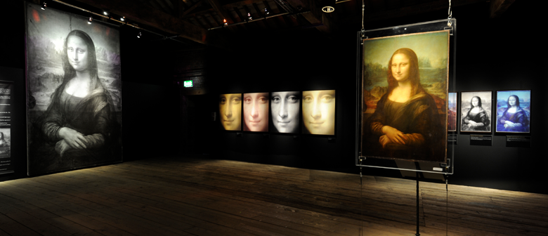 Illuminated photographs of the Mona Lisa